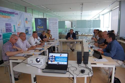 """AEC participa en las mesas de trabajo """" Internet de las cosas en el mundo del Calzado""""."""